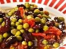 Рецепта Яхния от черен боб със зелен грах, домати, моркови и лук в тенджера